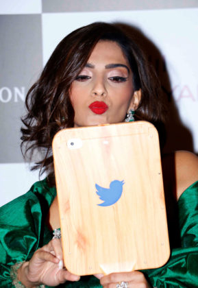 sonam kapoor selfie
